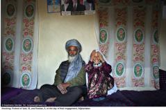 Said, 55, och Roshan, 8, på bröllopsdagen i Afghanistan.