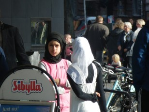 Sverige? Möllevångstorget i Malmö
