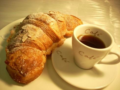 croissant_cafe