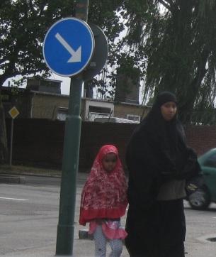 kvinna och flicka i nya Malmö