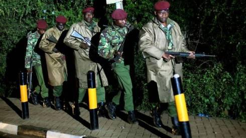 Kenyansk skyttegrupp under omgruppering