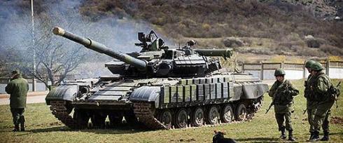 Rysk stridsvagn vid Ukrainas gräns.
