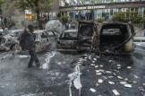 Efter upploppen såg det ut som...lägg märke till publiken efter Rinkebyskylten.