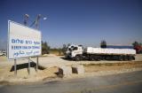 Det pågår ingen blockad mot Gazaremsan. Kerem Shalom-övergången är, med periodvisa undantag, öppen för lastbilar med förnödenheter; mat, mediciner och medicinsk utrustning, bränsle och djurfoder. Utländska invånare, patienter som behöver medicinsk vård och andra med humanitära behov kan korsa mellan Israel och Gaza genom Erez-övergången. Förra veckan landade granater nära Kerem Shalom-övergången och en terrortunnel upptäcktes i närheten. Israel behöll övergången öppen och 180 lastbilar med varor körde in till Gazaremsan den dagen.