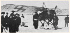 Finska flygvapnets första plan ankommer till staden Vaasa 6:e mars 1918
