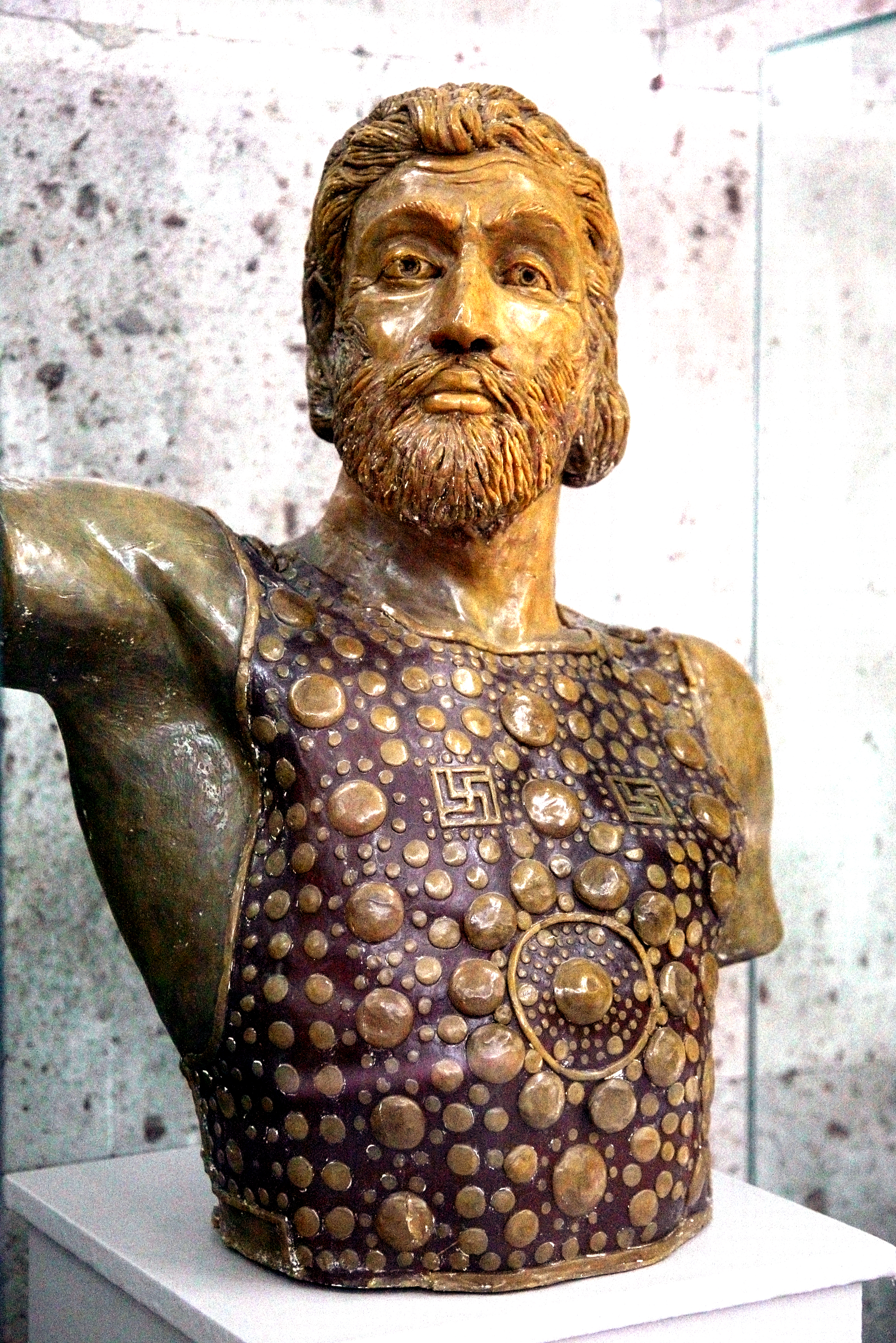 Armenian_soldier_from_Letchashen,_15-14th_centuries_BC__Reconstructed_by_Prof__A__D__Tchagharian,_Sardarapat_museum,_Armenia