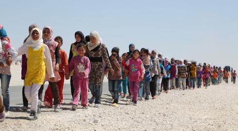 Här finns de som behöver hjälp. De unga män som lämnat dem och sitter i Sverige och gnäller ska skickas tillbaka.