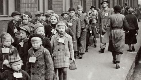72 000 krigsbarn från Finland kom till Sverige under andra världskriget. Under vinterkriget 1939-40 och fortsättningskriget 1941-44