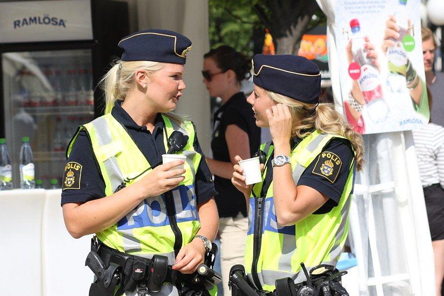 Tre poliser inga svar