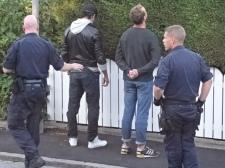 Här grips Oscar efter att ha våldgästat och hotat Eva-Marie men det blev givetvis inget straff
