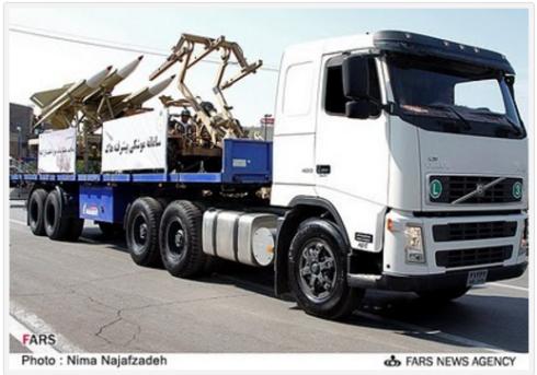 Här är en Volvo lastbil som vapenbärare i Iran, det är inga problem enligt S-regeringen men fan ta dem för att de transporterar folk i Israel.