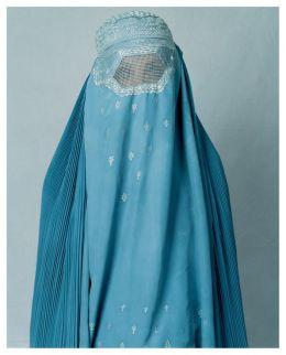 Även burka och niqab kan utvecklas, visst är det snyggt med det ljusblå tyget och de vita prickarna. Mussarnas kläder fick dock inte plats på Elle-galan och det tycker jag luktar lite smygrasism...