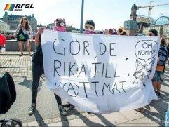 Bilden som publicerats på RFSL Malmös Facebooksida. Är alla bögar och flattor fattiga eller vad menas?