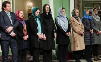 Världens första och enda feministiska regering på besök i Iran...